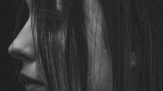 アイキャッチ:女性の横顔