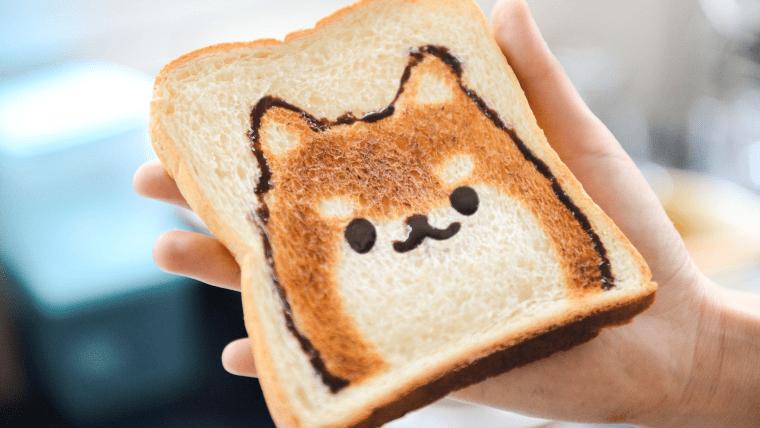 チョコクリームと焼き目で柴犬が描かれたトースト