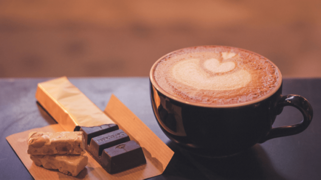 カフェラテとチョコレート